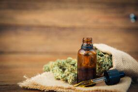 The Deal With CBD Oil and Its Potential HealthBenefits